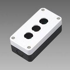 Pusta biała kaseta sterownicza z 3 otworami 22mm – BE03